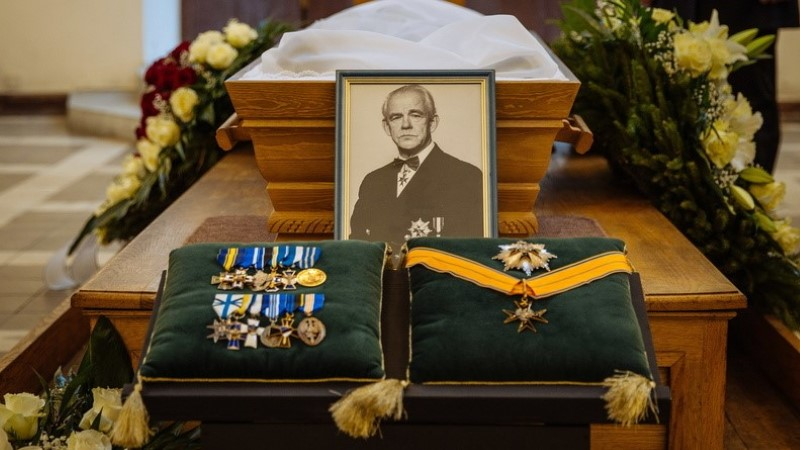 FOTOD | Metsakalmistul sängitati mulda mereväe esimene ülem Roland Leit
