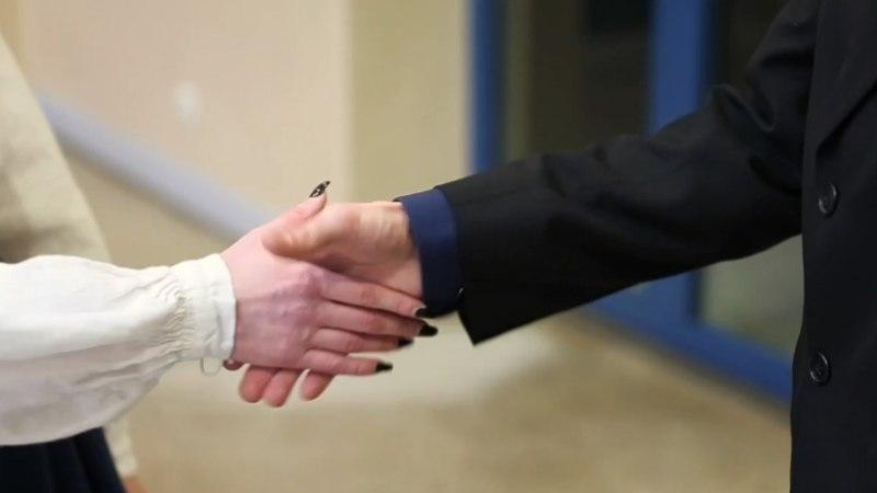 VIDEO | ÕHTULEHE KATSE: VAENE PRESIDENDIKÄEKE: kuidas võib riigipea end tunda pärast kätlemisrallit?