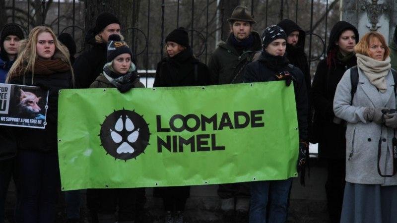 GALERII | Tänahommikusel karusloomafarmide vastasel meeleavaldusel osales üle 100 inimese