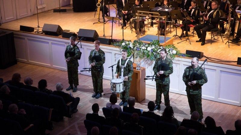 GALERII   Tartu rahu aastapäeva tähistamine tipnes kontsertaktusega Estonias