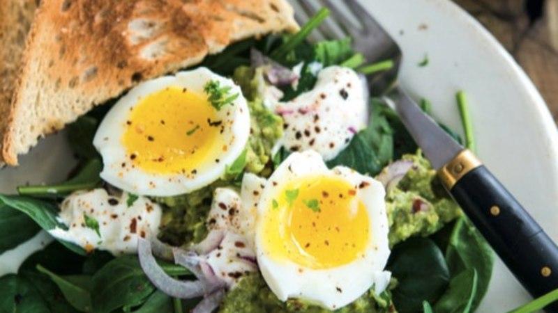 RETSEPT | Hommikusöök guacamole ja munaga