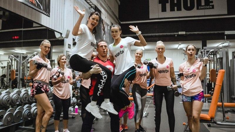 VIDEO   Seksikad fitness-tüdrukud tegid Kiivika valvsa pilgu all Õhtulehe Trennikooli jõuharjutusi