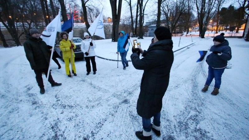 FOTOD ja VIDEO   Ratastoolirahvas käis Toompeal eeskuju näitamas