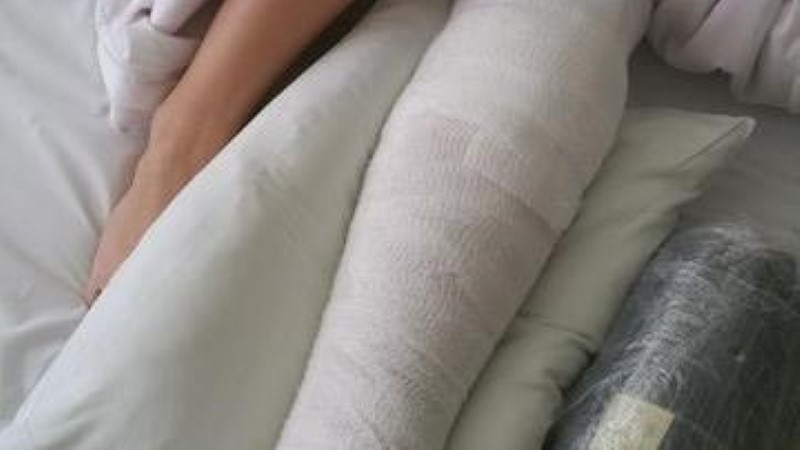 USKUMATU! Sääreluu murdnud tüdruk roomas paljakäsi tuisus ja külmas kodu poole, aga mitte keegi ei märganud!