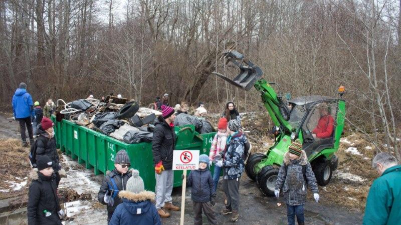 GALERII | Astangul koristasid vabatahtlikud prügi täis metsaaluseid