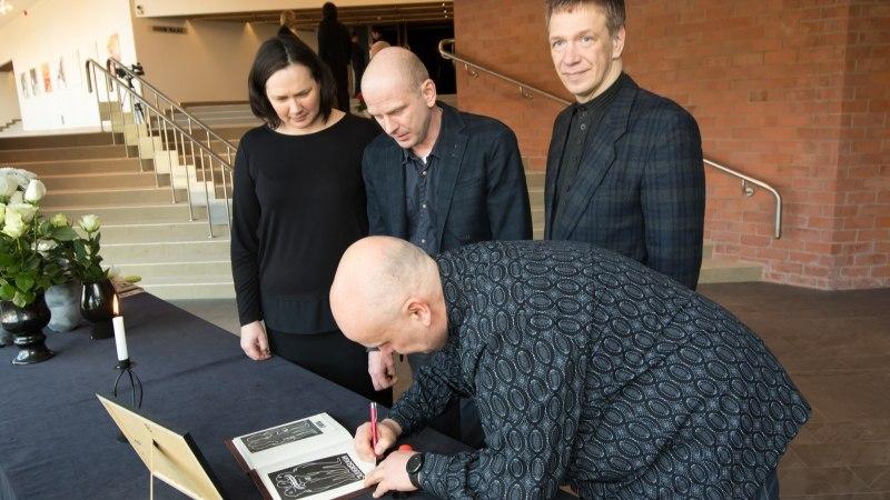 GALERII | Hüvastijätt Kalju Komissaroviga – suure teatrimehe ja pedagoogiga