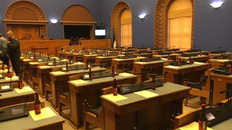 VÄIKE VIMKA! Ekrelased üllatasid riigikogulasi istungil Jevgeni veega