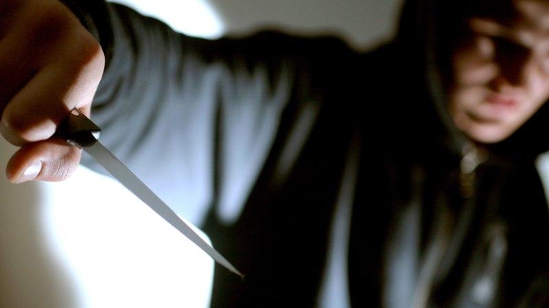PEALINNA TÄNAVATE HIRM: noortejõugud ründavad kurikate ja nugadega