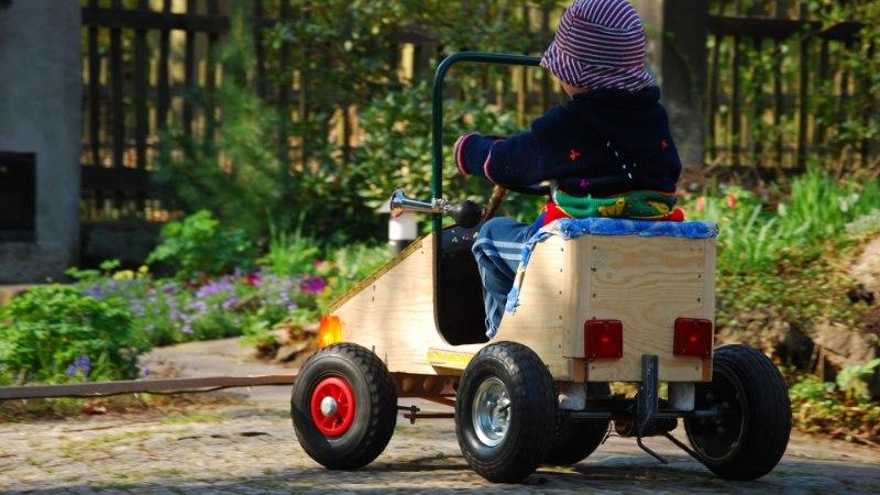 ÕIGE VARA! 3-aastane poiss sai mänguautoga kiiruse ületamise eest trahvi