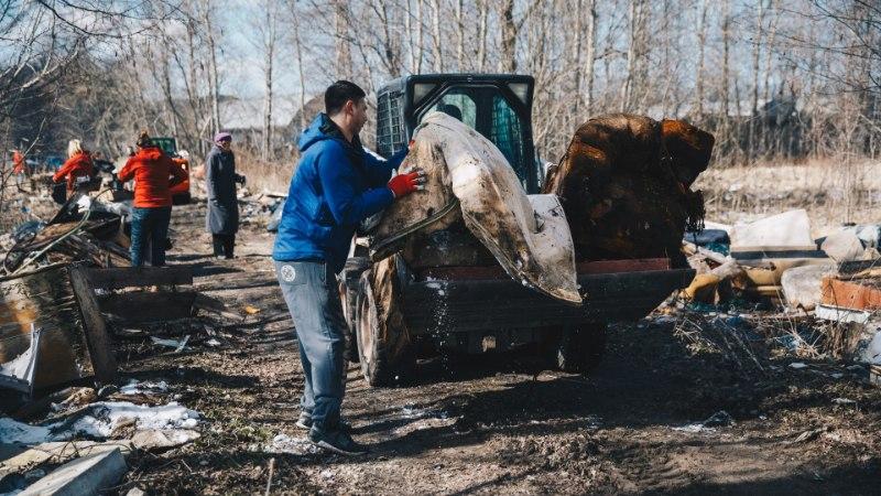GALERII | Vaata, kuidas tublid inimesed Lasnamäge prügist koristasid