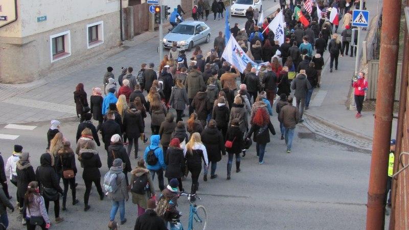PILTUUDIS | Tartu tudengid liiguvad Raadile öölaulupidu pidama