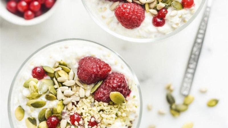 Toortatar jogurti, marjade ja seemnetega