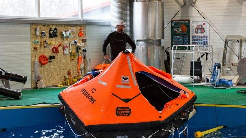 FOTOD | Mereväelased õppisid merel ellujäämist
