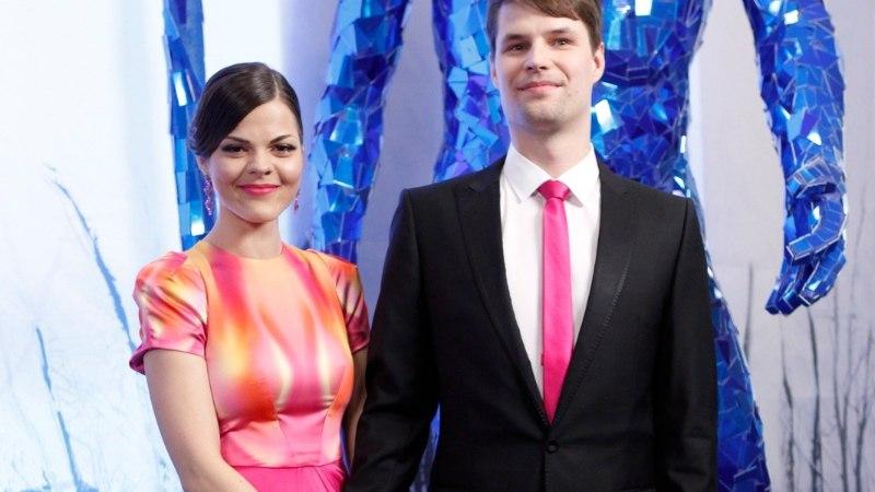 Vähiravifond paneb tuntud daamide kleidid heategevuslikule oksjonile