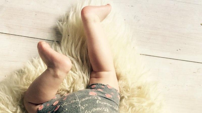 Ohoo! Õmble sokkidest beebile püksid