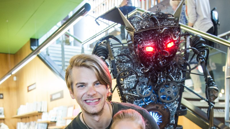 GALERII | Daniel Levi ja väikesed hiiglased uudistasid elusuuruses robotit
