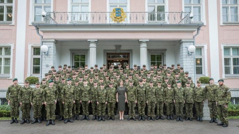 FOTOUUDIS | President Kaljulaid tänas Vahipataljoni ajateenijaid