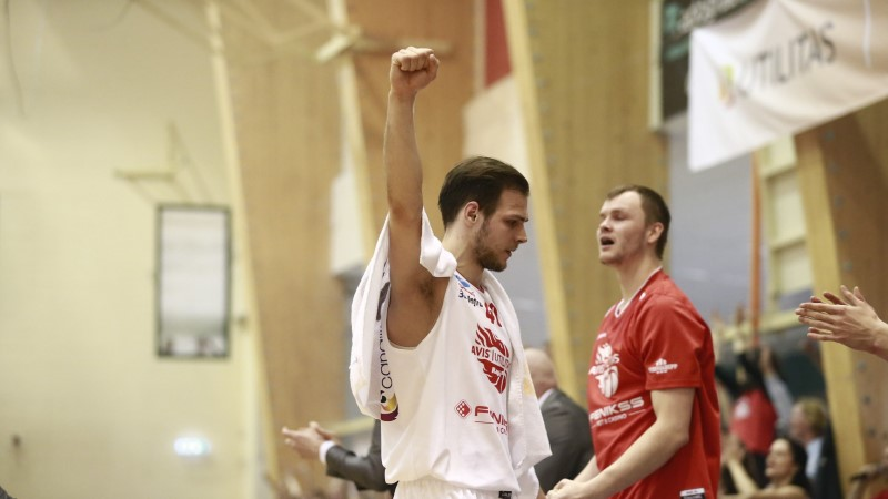 ÕHTULEHE EMOTSIONAALNE VIDEO | Paasoja langes viivuks, kuid korvpallipealinn Rapla triumfeeris Tartu üle