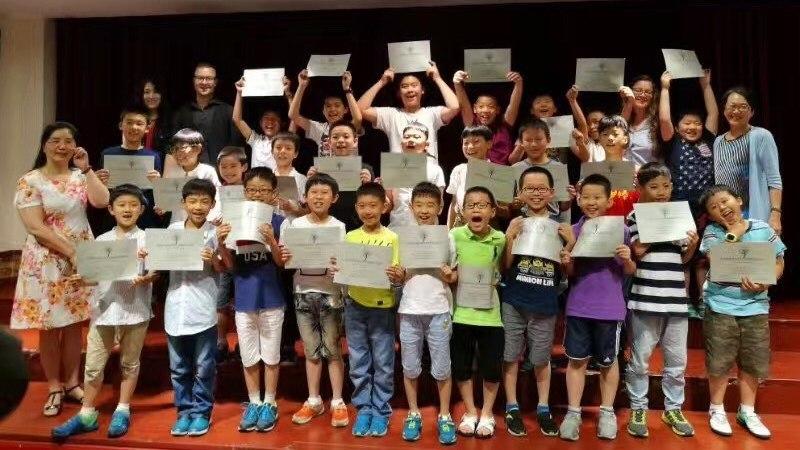 Noor eesti dirigent avas Hiinas esimese poistekoorikooli