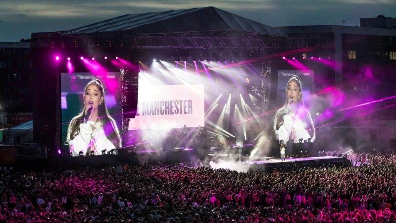 """Emotsionaalne Ariana Grande suutis """"Over The Rainbow'"""" vaevu lõpuni laulda"""