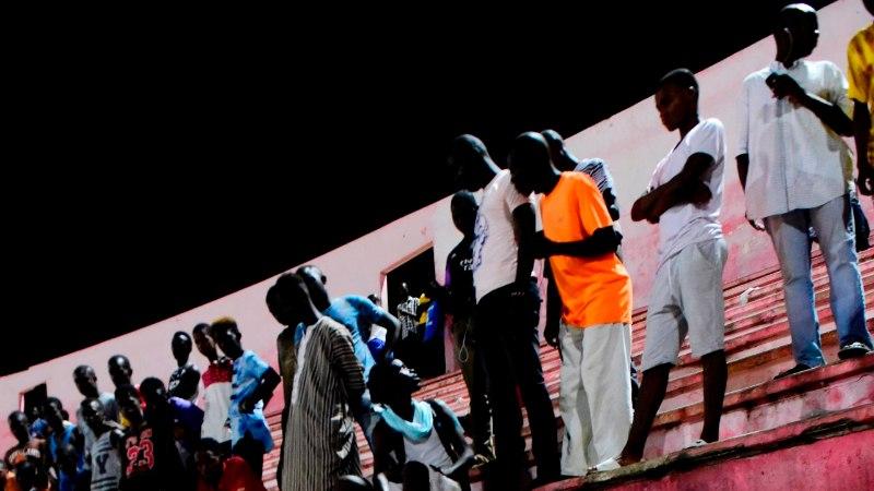 FOTOD | Hullunud Senegali jalgpallifännid põhjustasid traagilise õnnetuse