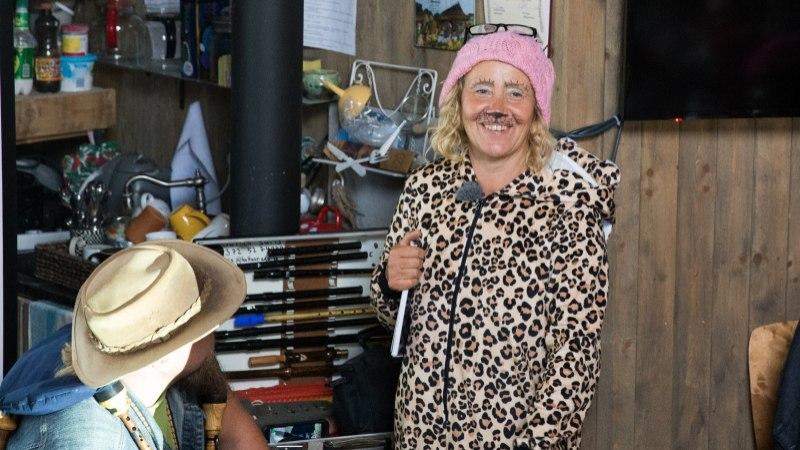VIDEO JA GALERII | Meeleolukas kohtumine La Gomera saarel elava kunstniku Ave Nahkuriga