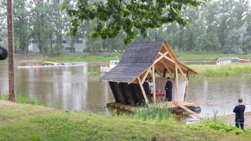 Eesti esimene ristimismaja sai õnnistuse nii preestrilt kui ka taevalt
