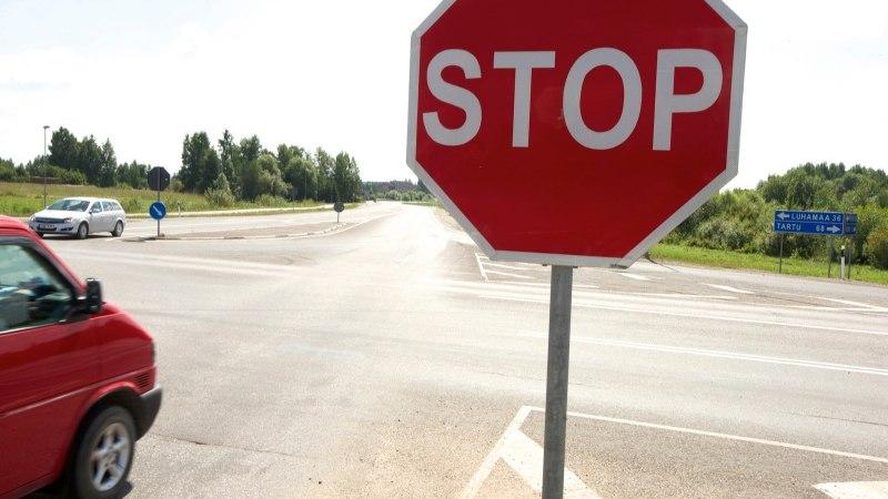 Ettevaatust suvisel Saaremaal! Autojuhid eiravad jultunult stoppmärke