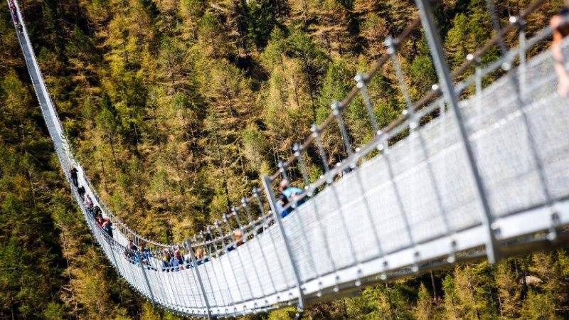 GALERII   Pool kilomeetrit 85 meetri kõrgusel: maailma pikim jalakäijate sild