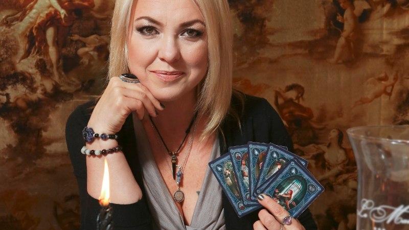 Marilyn Kerro soovitas Kirsti Valdstein-Timmeril soovijatele kaarte panema hakata