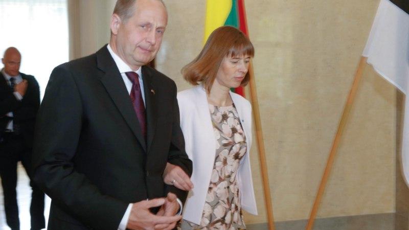 Särava president Kaljulaidi kõrval on ta abikaasa hoopis varju jäänud ja rahva silmist kadunud