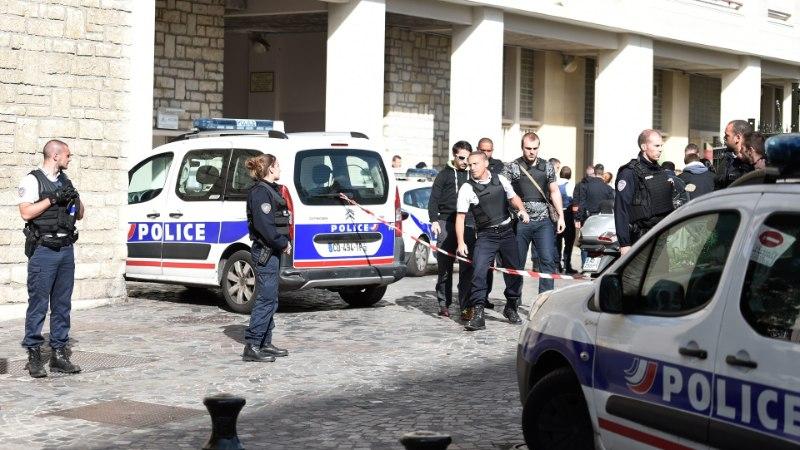 Terrorist ründas Pariisi lähistel sõdureid