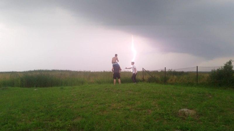 ÄIKESETORMIFOTOD   Looduse stiihia Türisalu pangal ja Eesti kohal