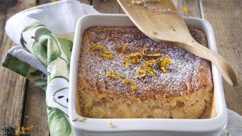 Õuna-hapukoorevorm aprikoosidega