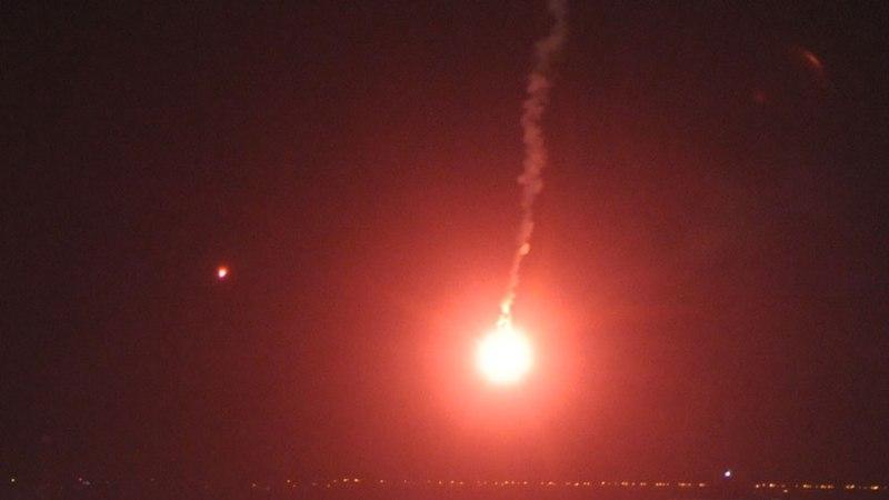 Lõbu pärast punaseid rakette lasknud pidulist ähvardab trahv või arest