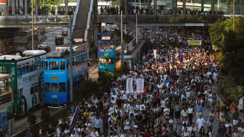 AKTIVISTID VANGIS! Hongkongi tänavatele kogunesid kümned tuhanded meeleavaldajad