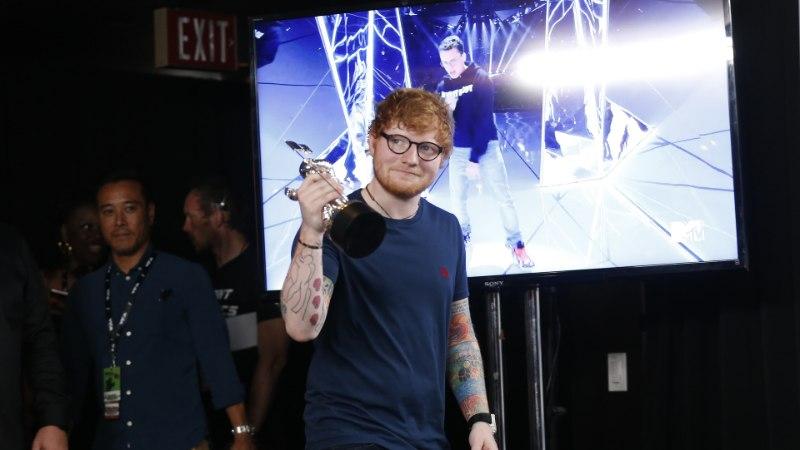 Ed Sheerani tee tippu kulges Londoni metroojaamades ööbides