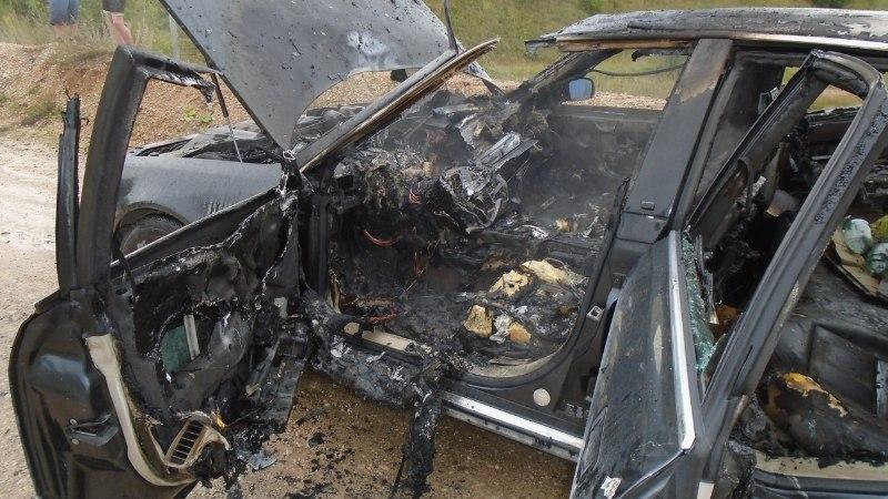Põlevas autos lajatas plahvatus ja läbi katuse lendas ufona salapärane metallketas