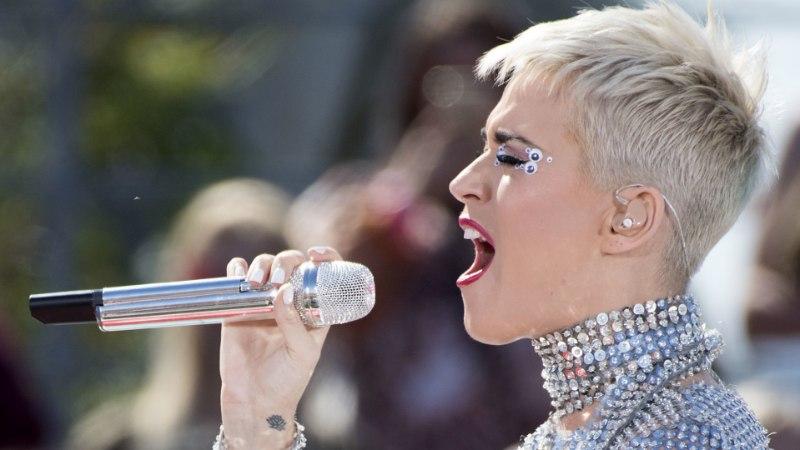 Lavatööline süüdistab varbast ilmajäämises  Katy Perryt