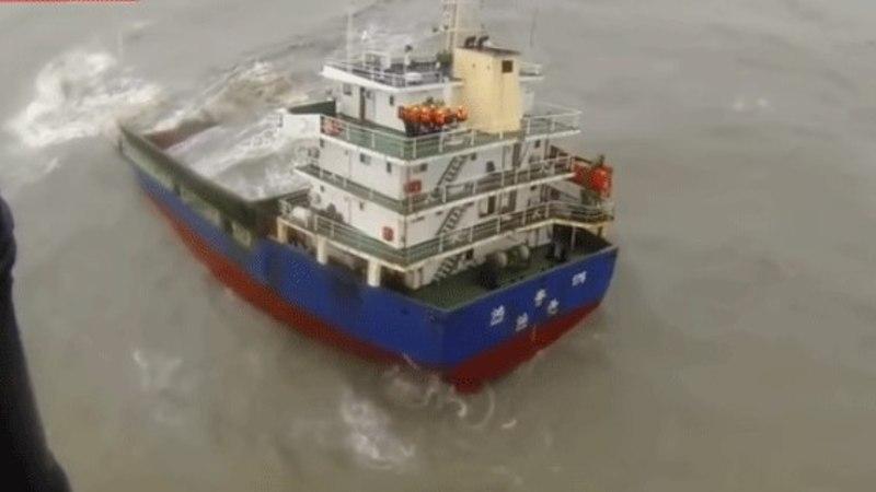 VIDEO   Hongkongis päästeti uppuvalt laevalt 11 meremeest
