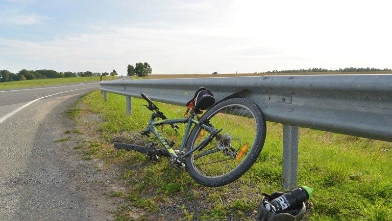 FOTOD | RÄNK KOKKUPÕRGE: Viljandimaal jäi jalgrattur auto alla