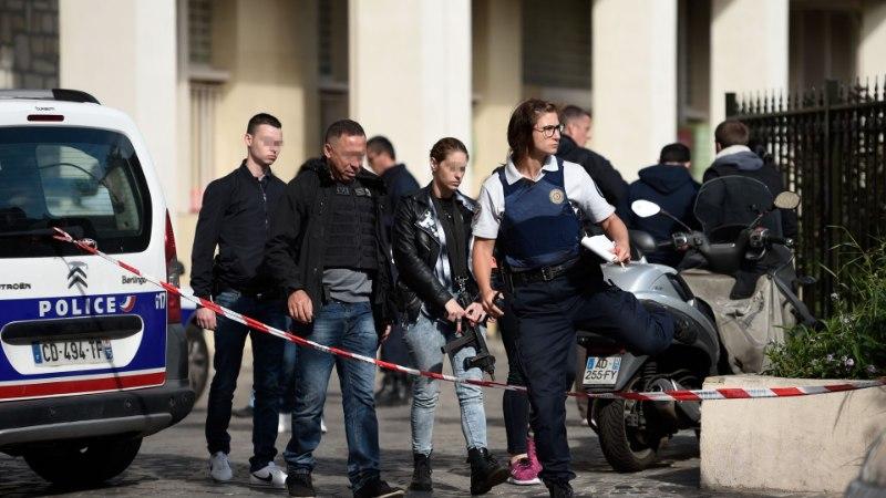 FOTOD | Pariisis sõitis auto sõdurite sekka, üks võimalik kurjategija on vahistatud