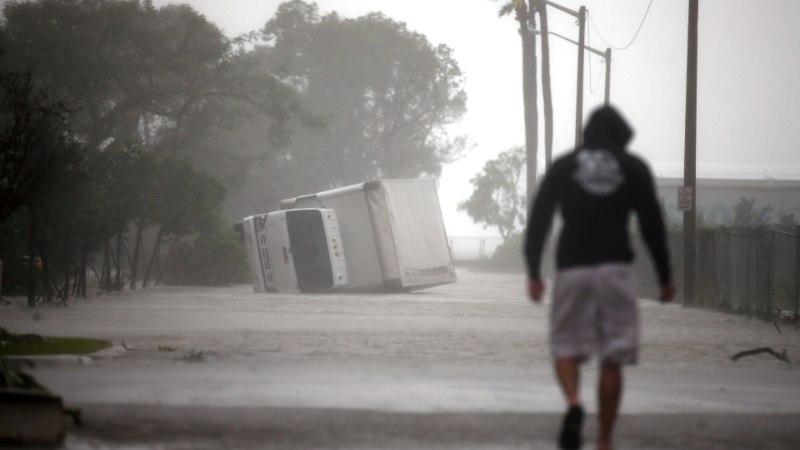 Florida koolimajas orkaanilõksus olev veteranpoliitik Jüri Toomepuu tsiteerib Marie Underit ja kirjeldab toimuvat