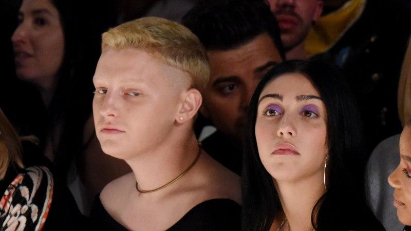 Madonna 20aastane tütar istus moešõu esireas rinnahoidjata