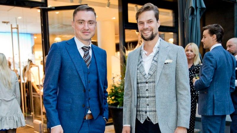 PILDID   Šikkides ülikondades mehed eesotsas moepoiss Taavi Rõivasega vallutasid Tallinna