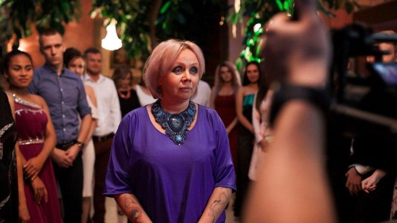 Смотри новый клип исполнителя из Эстонии, в котором снялась экстрасенс Илона Калдре