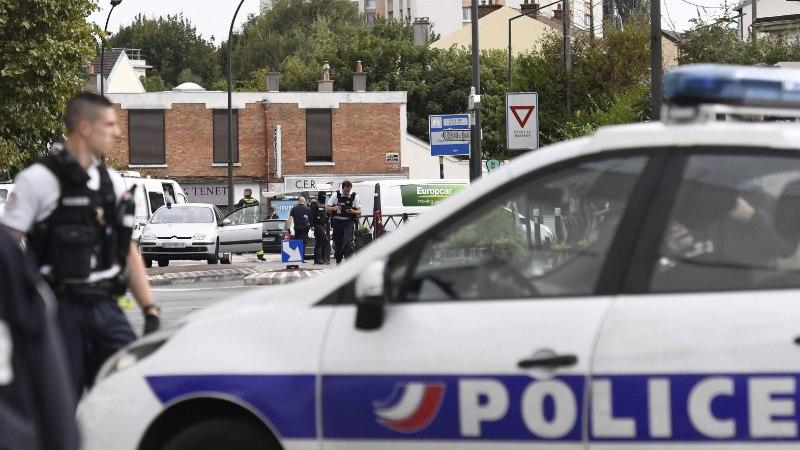 Prantsusmaal ründas mees tänaval haamriga kaht naist