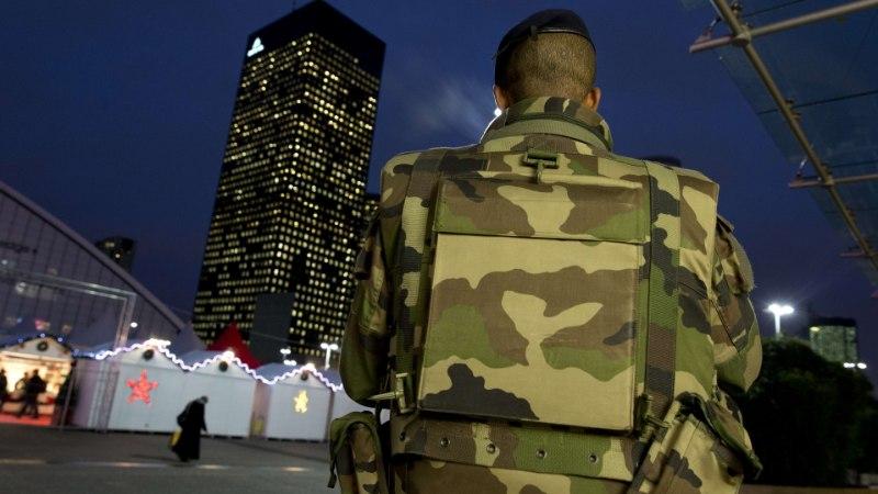 Pariisis rünnati taas sõdurit