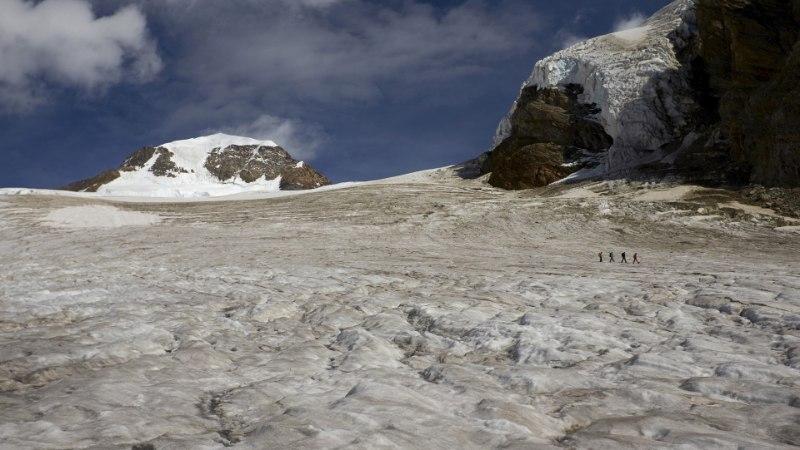 Lumetorm sundis Eesti alpiniste ööd mäetipus veetma