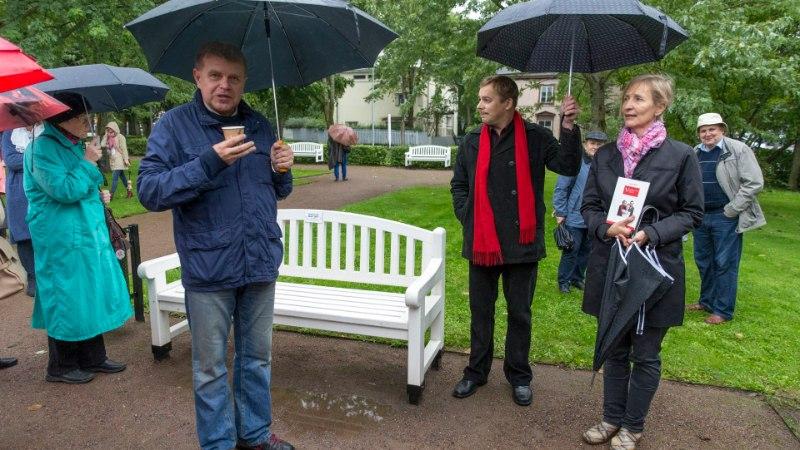 GALERII   Kadrioru esimesele Kirjandustänavale kogunesid Kivirähk, Hargla ja teised staarid